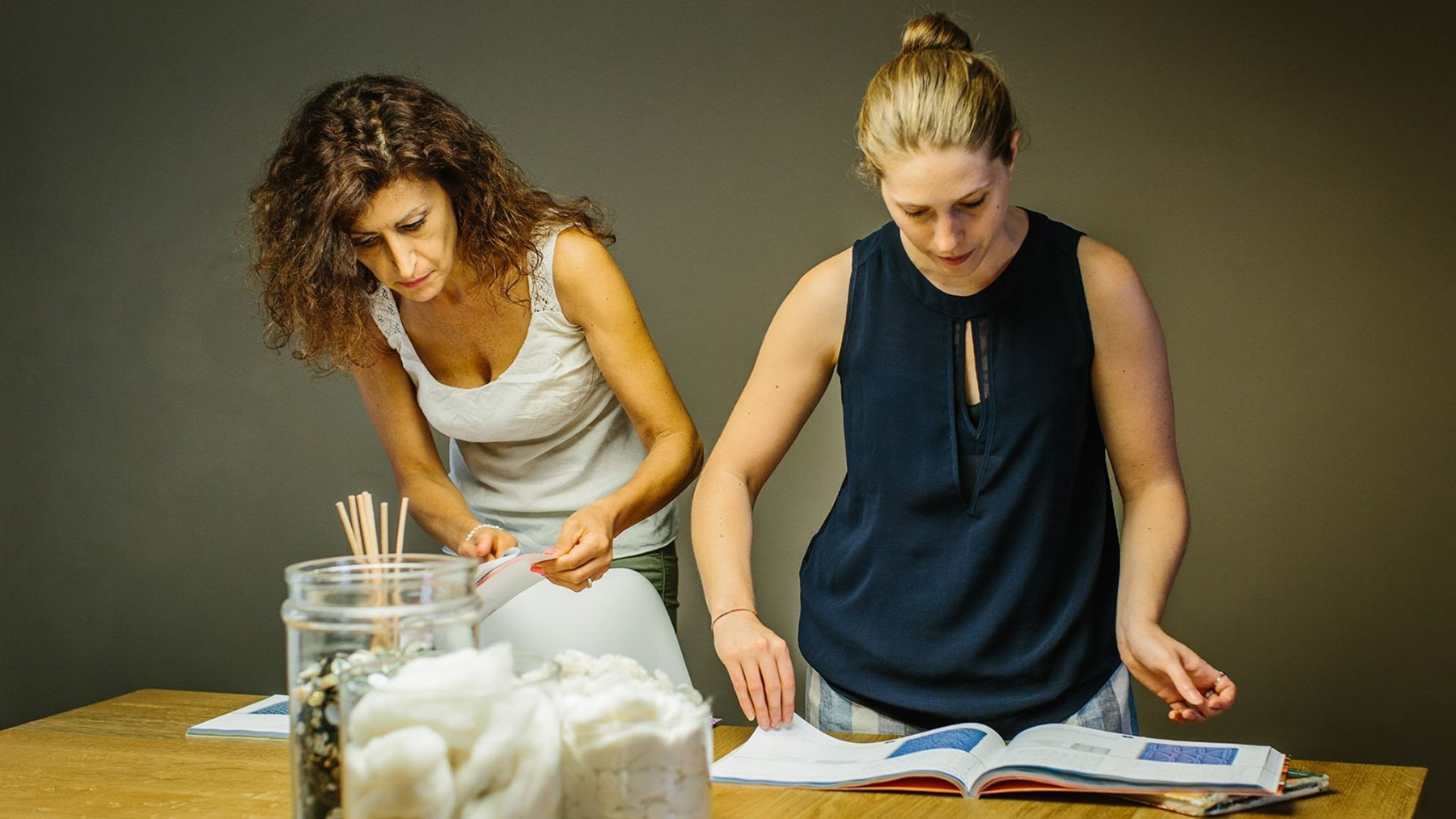 Two women working on a sweater at Licia Luchini's atelier in Florence